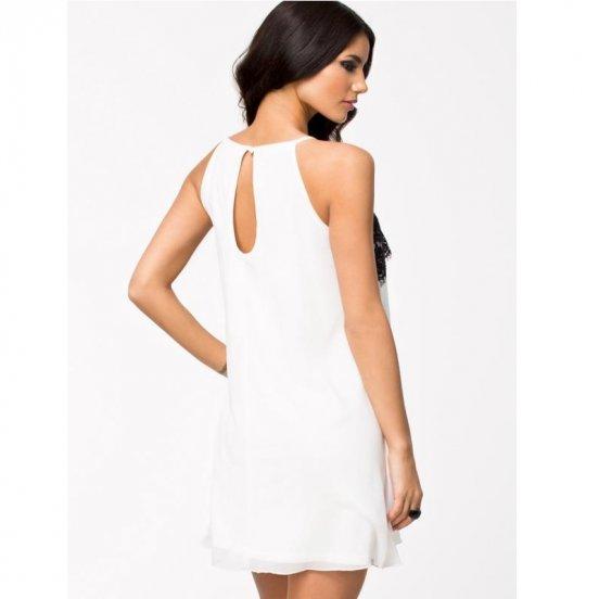 Robe blanche courte avec